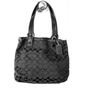 Coach shoulder bag in black signature logo